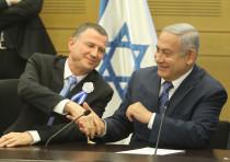 Benjamin Netanyahu and Yuli Edelstein at swearing in of 21st Knesset