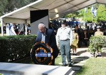 President Reuven Rivlin lays a wreath at the official memorial ceremony for Dr. Chaim Weizmann, Nove
