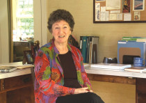 Chana Bloch (1940-2017) in the 2011 documentary, Traduire