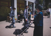 Bnei Brak street scene, April 3