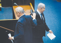 PRIME MINISTER Benjamin Netanyahu and Blue and White Party leader Benny Gantz pass each other in the