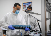 Israeli army Technicians carry out a diagnostic test for coronavirus in a IDF lab in central Israel