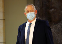 sraeli Defence Minister Benny Gantz wears a protective face mask as he arrives to attend a vote on t