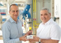From left to right, Mekorot CEO Eli Cohen with Eli Assoolin, CEO of Newsight