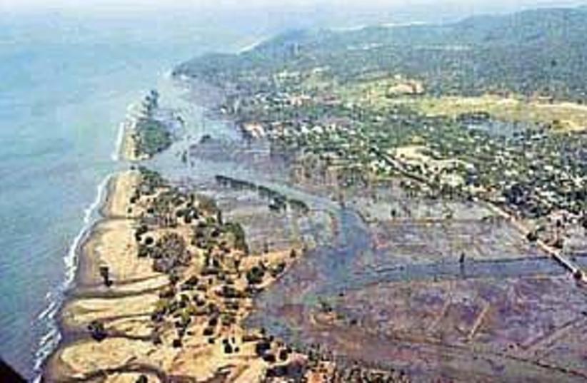 tsunami 298 ap (photo credit: AP)
