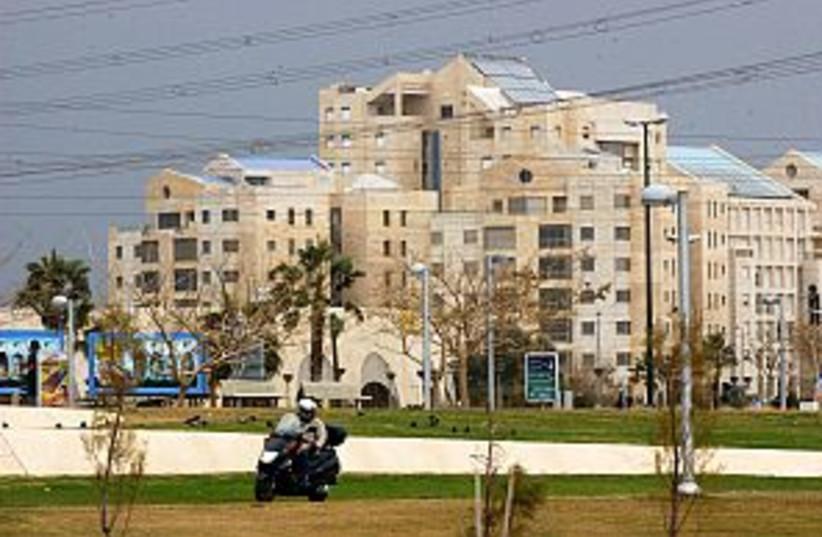 tel aviv building 298.88 (photo credit: Ariel Jerozolimski)