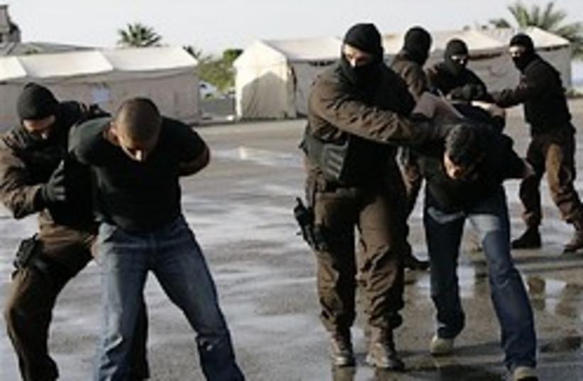 lebanon police arrest 248 88 (photo credit: )