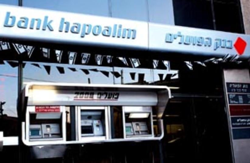bank poalim 88 298 (photo credit: Ariel Jerozolimski)