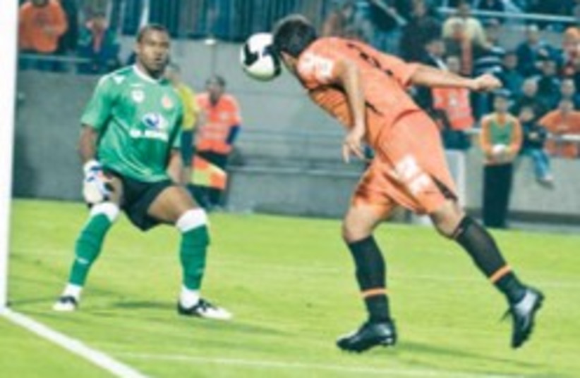 hapoel tel aviv goalkeeper 248.88 (photo credit: Asaf Kliger)