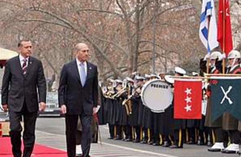 olmert with erdogan in t (photo credit: AP)