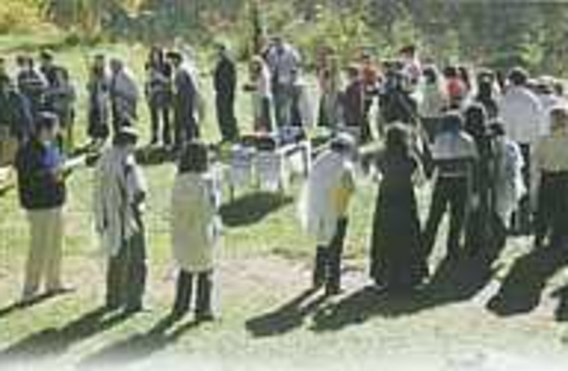 outdoor shul 298.88 (photo credit: Courtesy)