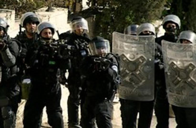 cops at house demolition, east JTown (photo credit: AP)