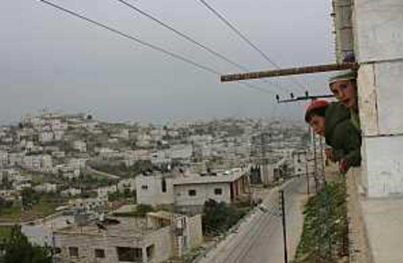 hebron settlers 298.88 (photo credit: Tovah Lazaroff)