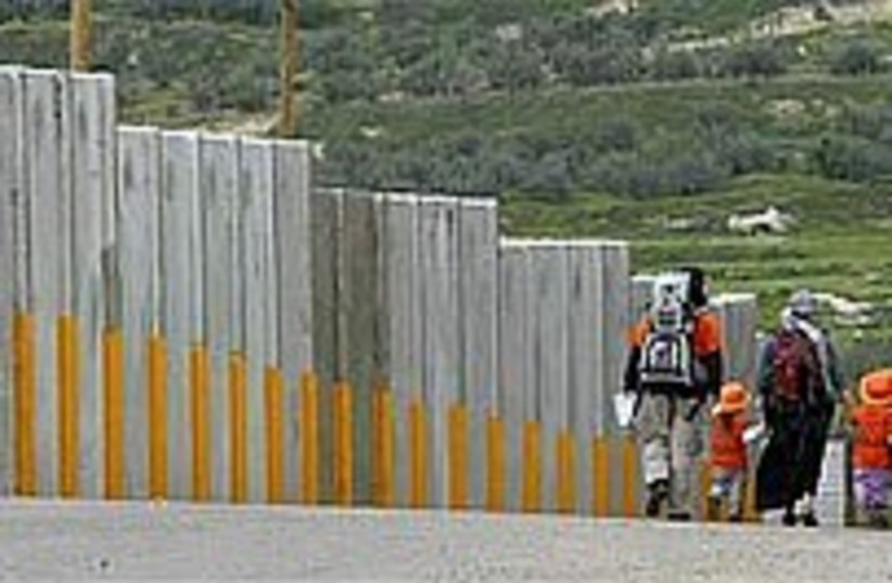 settlers fence 224.88 (photo credit: AP)