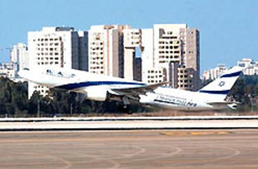 An El Al jet takes off (photo credit: Ariel Jerozolimski)