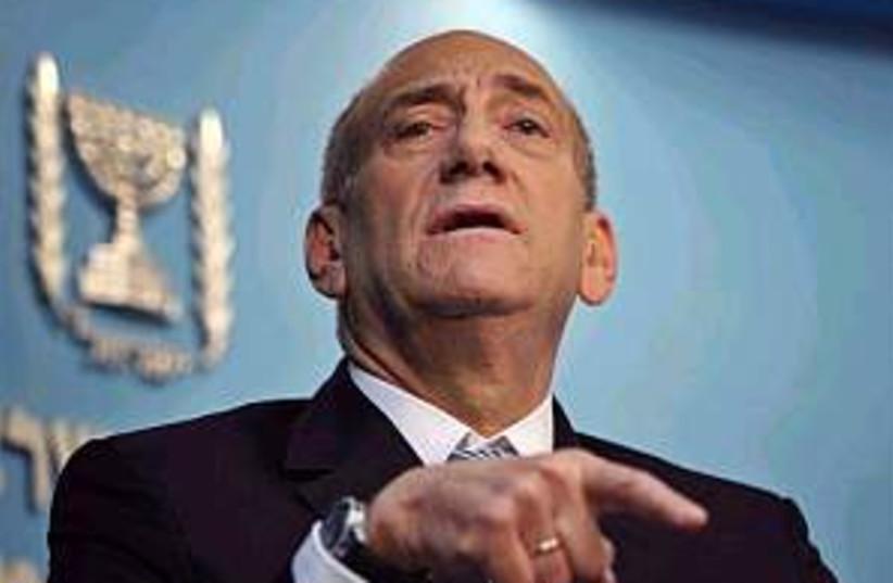 Olmert has seizure 298.8 (photo credit: AP)