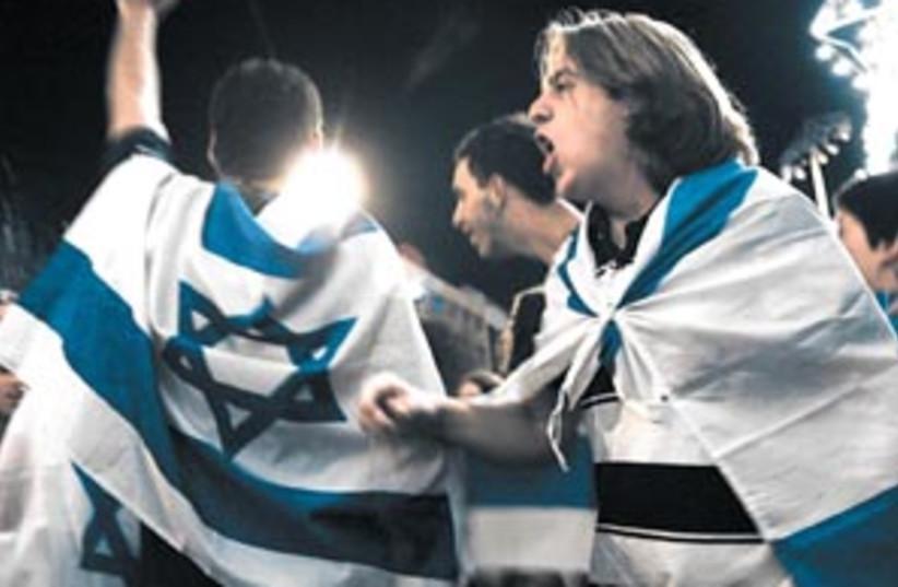 gaydamak independence 88 (photo credit: AP)