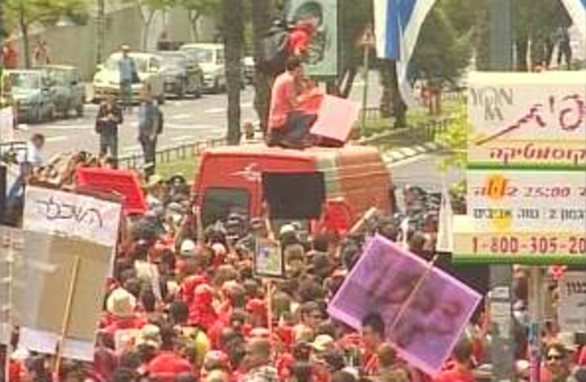 student protest 298.88 (photo credit: Channel 10)