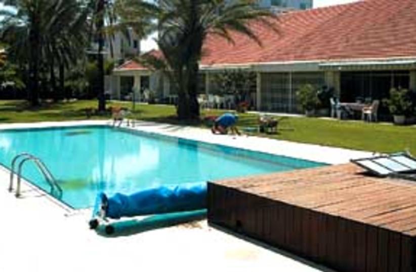 pool may 11 2007 298 88 (photo credit: Eyal Izhar)