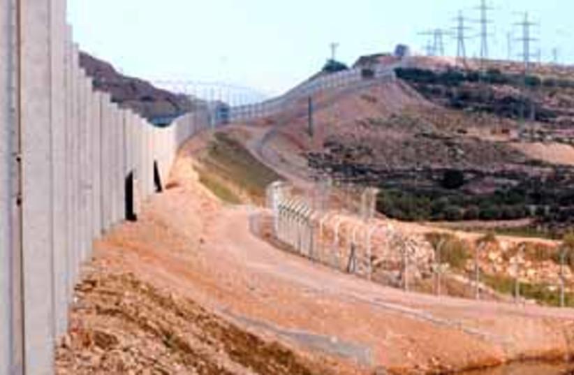 security fence 88 298 (photo credit: Ariel Jerozolimski)