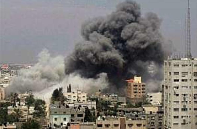 Gaza smoke 298.88 (photo credit: AP)