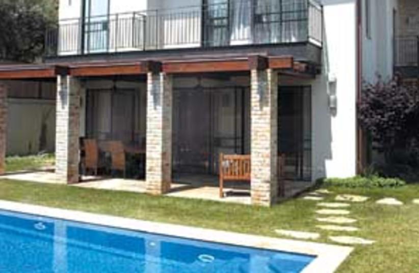 pool real estate 298 may (photo credit: Eyal Izhar)