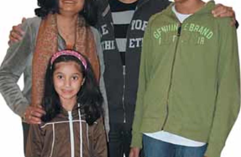 talkar family 88 298 (photo credit: Gloria Deutsch)