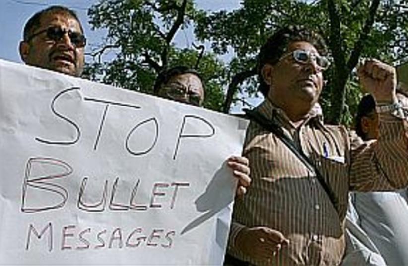 pakistan journalists 298 (photo credit: AP)