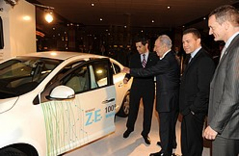 peres electric car 248 88 gpo (photo credit: GPO)
