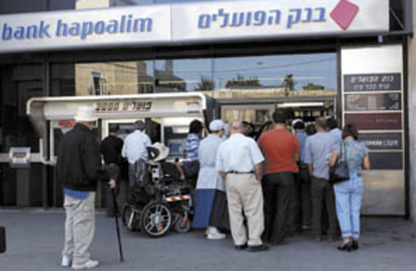 bank hapoalim (photo credit: Ariel Jerozolimski)