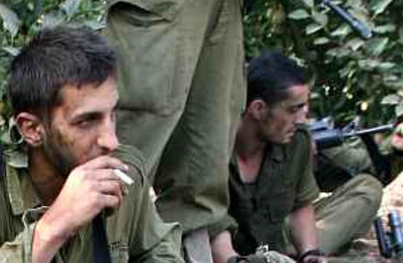 IDF smoking 298.88 (photo credit: Ariel Jerozolimski)