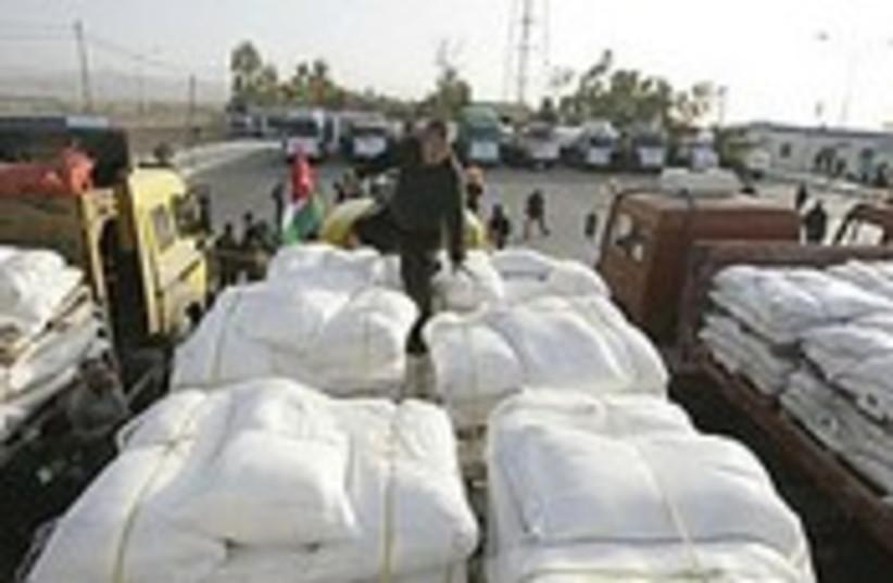 aid into gaza 190.114 (photo credit: AP)