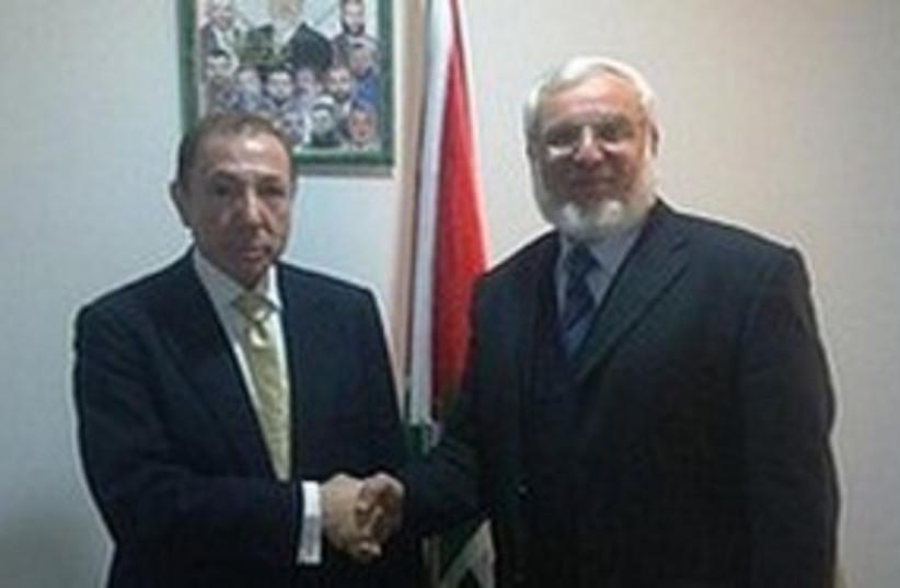 Aziz Dwaik (right) meets David Martin Abrahams. (photo credit: Khaled Abu Toameh)