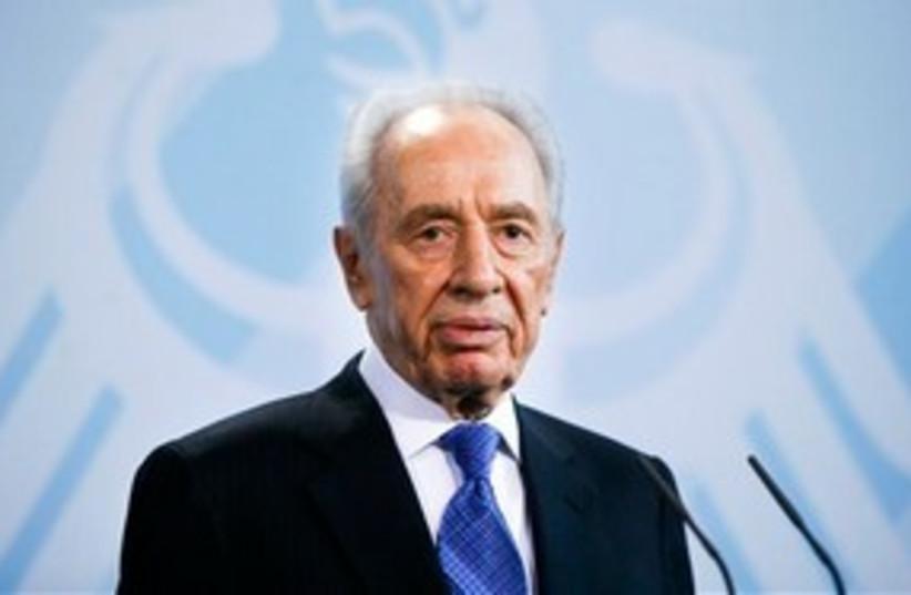 Shimon Peres Berlin (photo credit: AP)