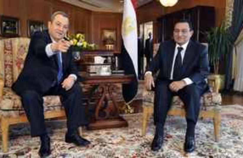Barak meets with Mubarak in Egypt (photo credit: GOP)