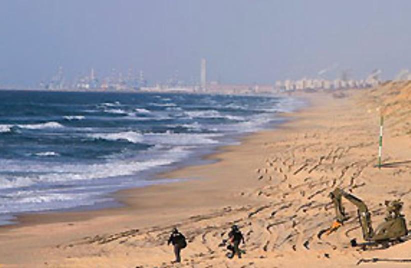 ashkelon beach sappers bomb 311 (photo credit: AP)
