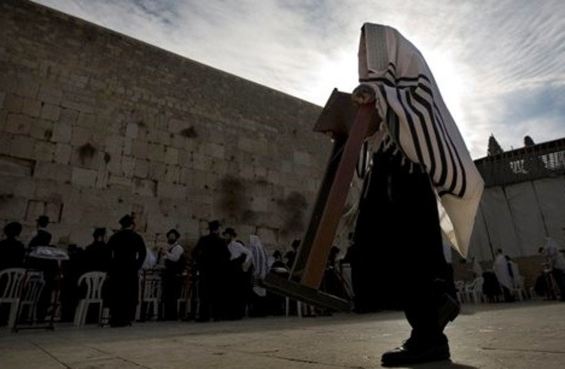 kotel western wall praying great 512 ap (photo credit: AP)