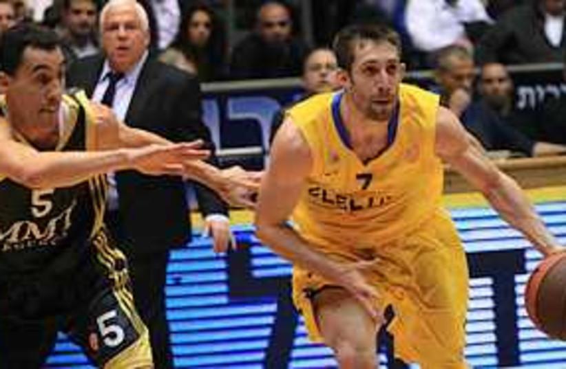 Maccabi TA Wisniewski 311 (photo credit: Adi Avishai)