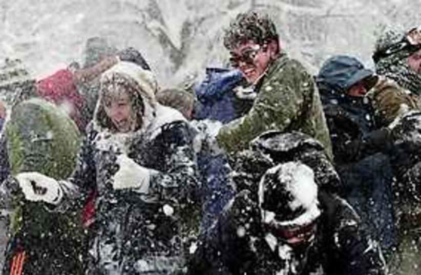 snow fight wahington 311 (photo credit: AP)