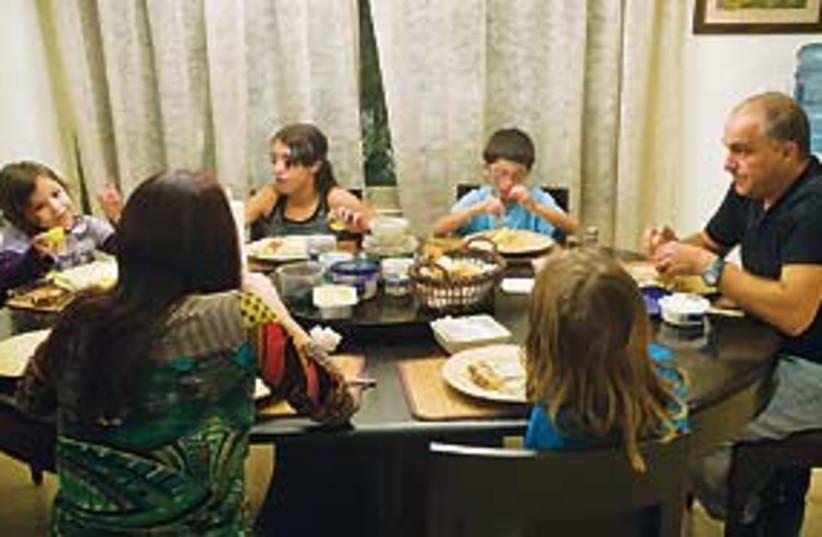 generic family dinner 311 (photo credit: Jonathan Bloom)