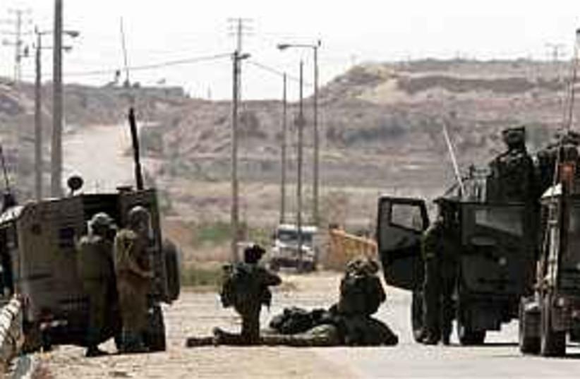 IDF gaza border 298.88 (photo credit: AP)