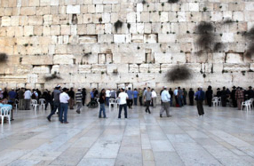 kotel plaza 311 (photo credit: Ariel Jerozolimski)