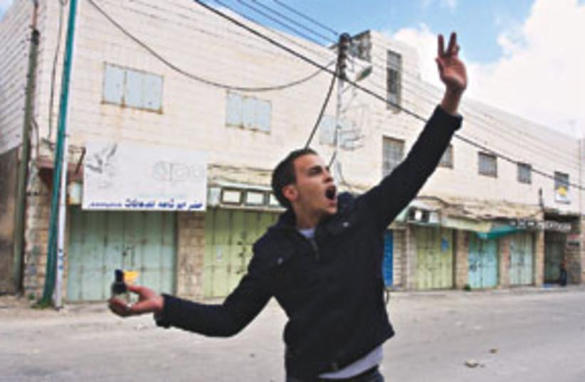 palestinian molotov 311 (photo credit: AP)