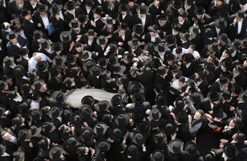 Rabbi Menahem Porush's funeral (photo credit: AP)