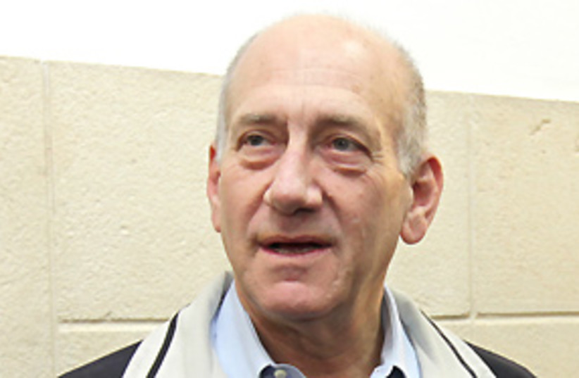 olmert at court 311 AJ (photo credit: Ariel Jerozolimski)