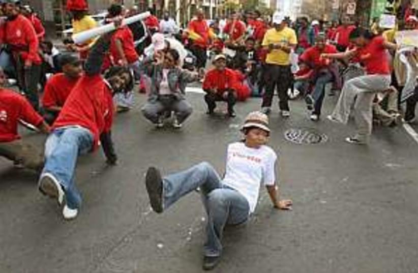 S africa strike 298.99ap (photo credit: AP)