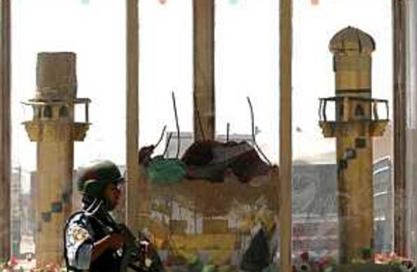Iraq shrine 298.88 (photo credit: AP)