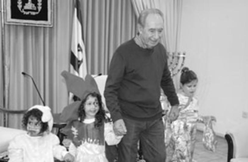 Shimon Peres Purim with kids 311 Joseef Avi Yair Engel (photo credit: Joseef Avi Yair Engel)