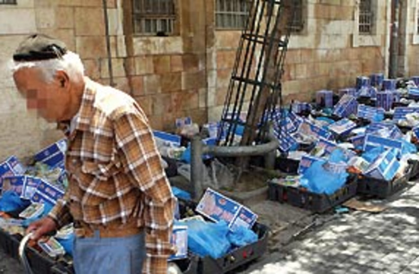 IFCJ food parcels jerusalem 311 (photo credit: Ariel Jerozolimski)