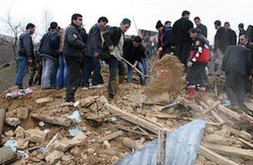 turkey earthquake 311 GOOD (photo credit: AP)
